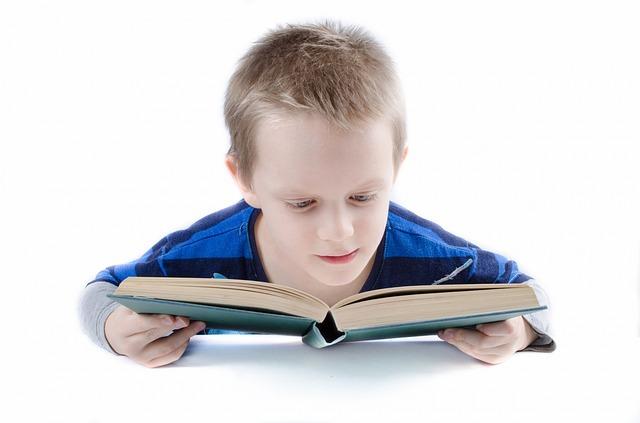 איך תסייעו לילדיכם ולעצמיכם להתרכז, ליהנות ולהצליח יותר בלימודים בעזרת תרגילי תנועה – שי לפתיחת שנת הלימודים